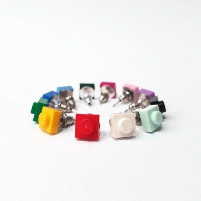 Set of square stud earrings